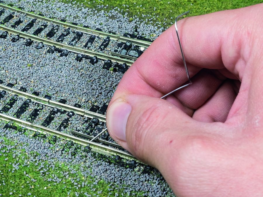 How to lay ballast, model railway, clearing ballast off sleepers
