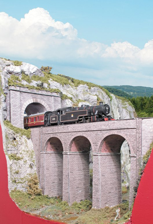 Amberdale tunnel and viaduct in OO gauge