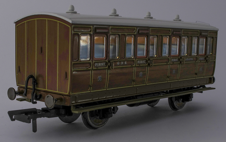 Hornby GNR coach