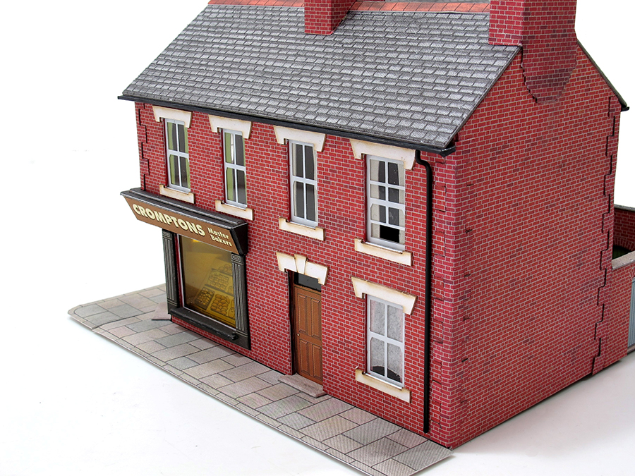 How to build a card kit, model railway, Metcalfe, how to add guttering