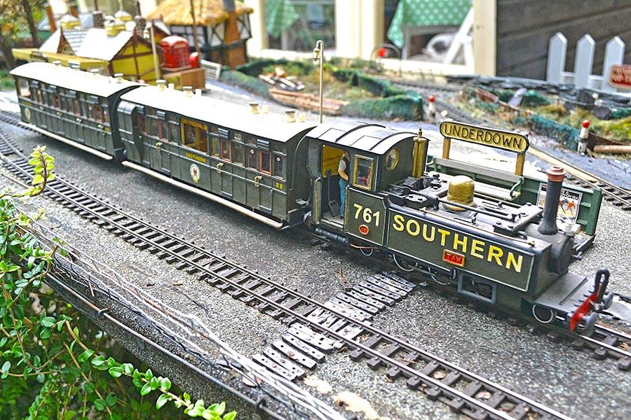 Biscuit Tin Garden Railway