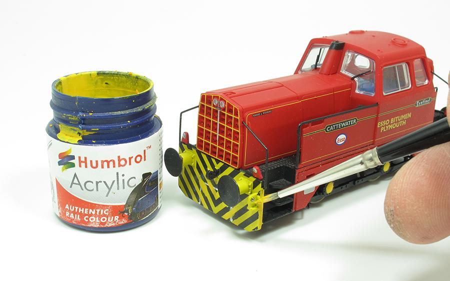 BRM Railway modelling Hornby Sentinel OO gauge wasp stripes
