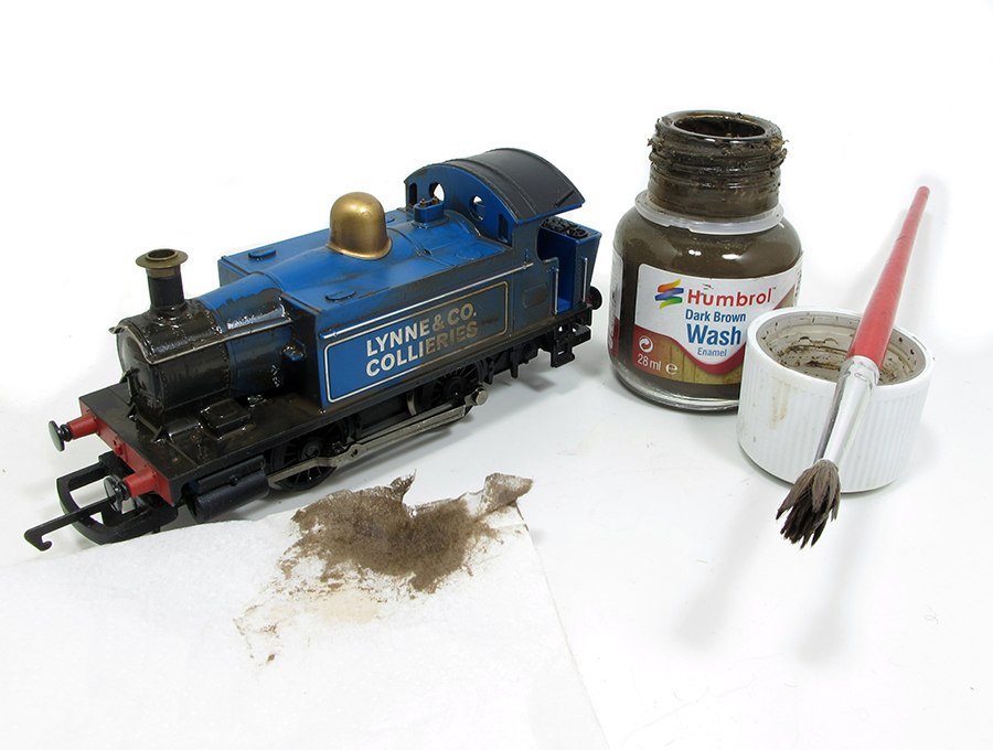 Model railway Hornby 0-4-0 weathering painting