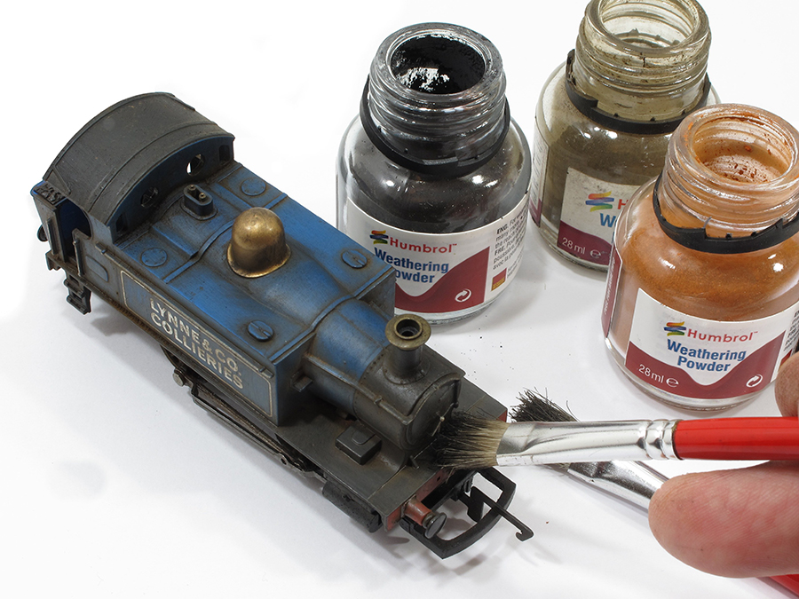 Model railway Hornby 0-4-0 weathering powders