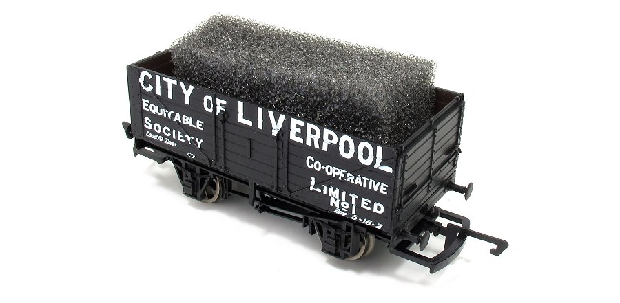 Adding model railway tarpaulin to a wagon