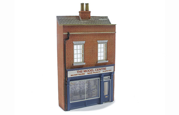How to make realistic show windows for model railways