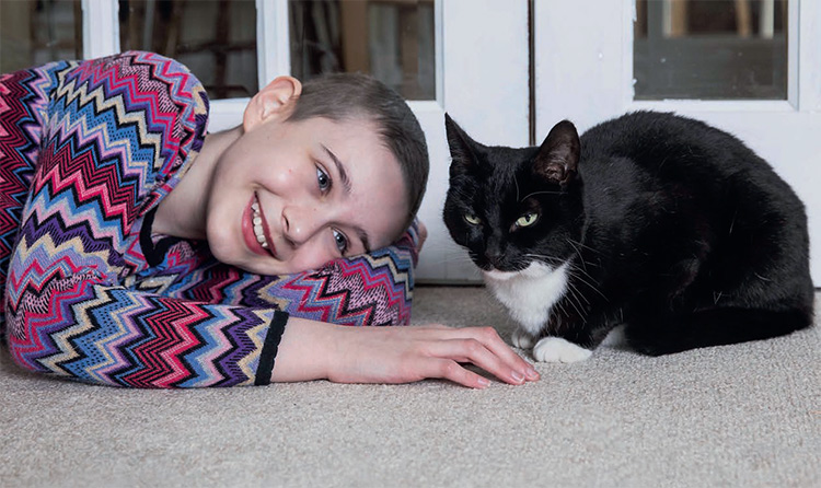 cat-helps-young-girl-overcome-cancer