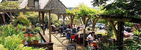 154_hotel-shropshire-garden-lunch-e1439457784907-mdk86nabbig5uwo510hmubq03tb76i9dyze1omd64u